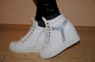 Ботинки и сникерсы